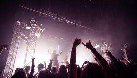 concert crowd saluting band